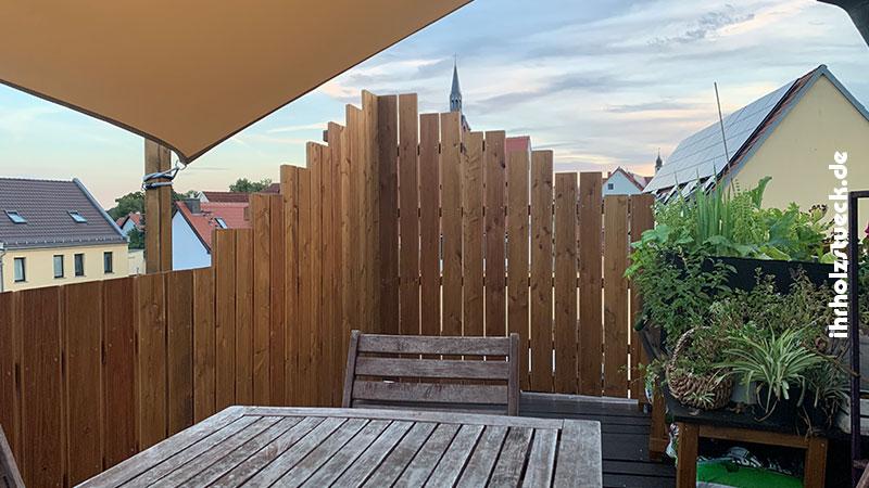 Bei Bedarf projektieren und bauen wir den Wetterschutz gleich mit ihrholzstueck - ihrholzstueck.de