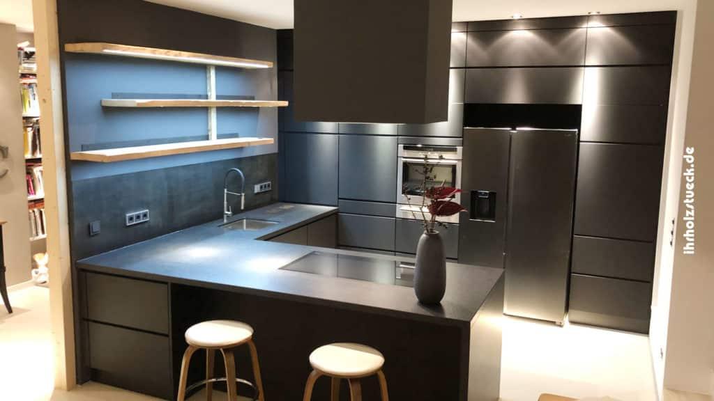 Küchen bauen wir mit höchstem Anspruch an jeder Stelle des Hauses ein