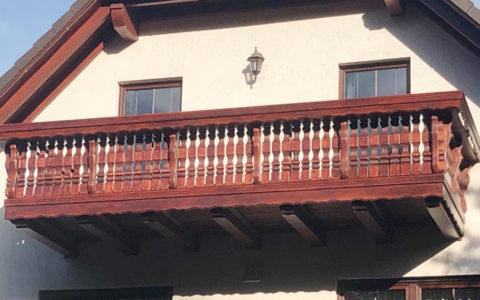 Balkon aus Echtholz designt und gebaut – in 6 Metern Höhe
