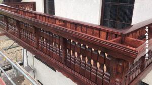 In den Balkon wurden Stellfläche für Blumenkästen eingeplant - ihrholzstueck