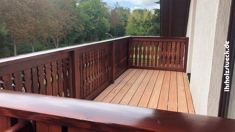 Natürlich wurde die Dielung für den Balkon gleich mit erneuert - ihrholzstueck