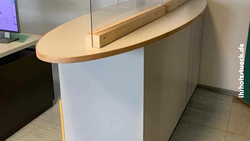 Möbelierung-SchaltwacheTresen-mit-Spuckschutz-ihrholzstueck
