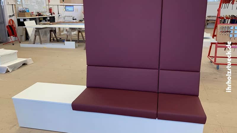 Bau von modularen Sitzbänkem mit Ablageflächen für einen Wartebereich - ihrholzstueck
