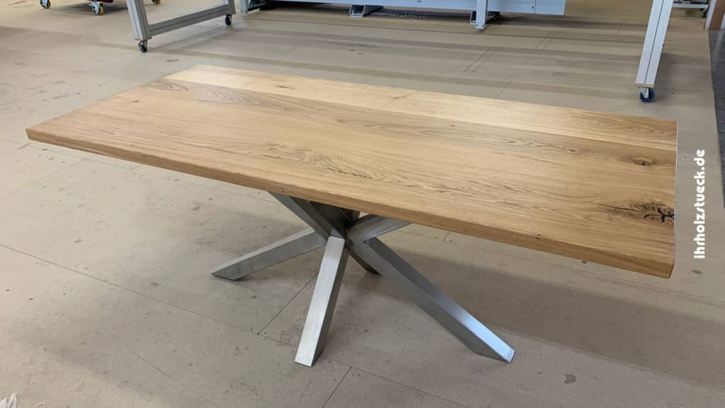 Beitragsbild Bau eines Tischs mit einer Platte aus Eiche Echtholz und Stahlgestell - ihrholzstueck