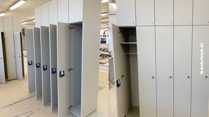 Bau von verschließbaren Garderobenschränken mit Euroschlössern