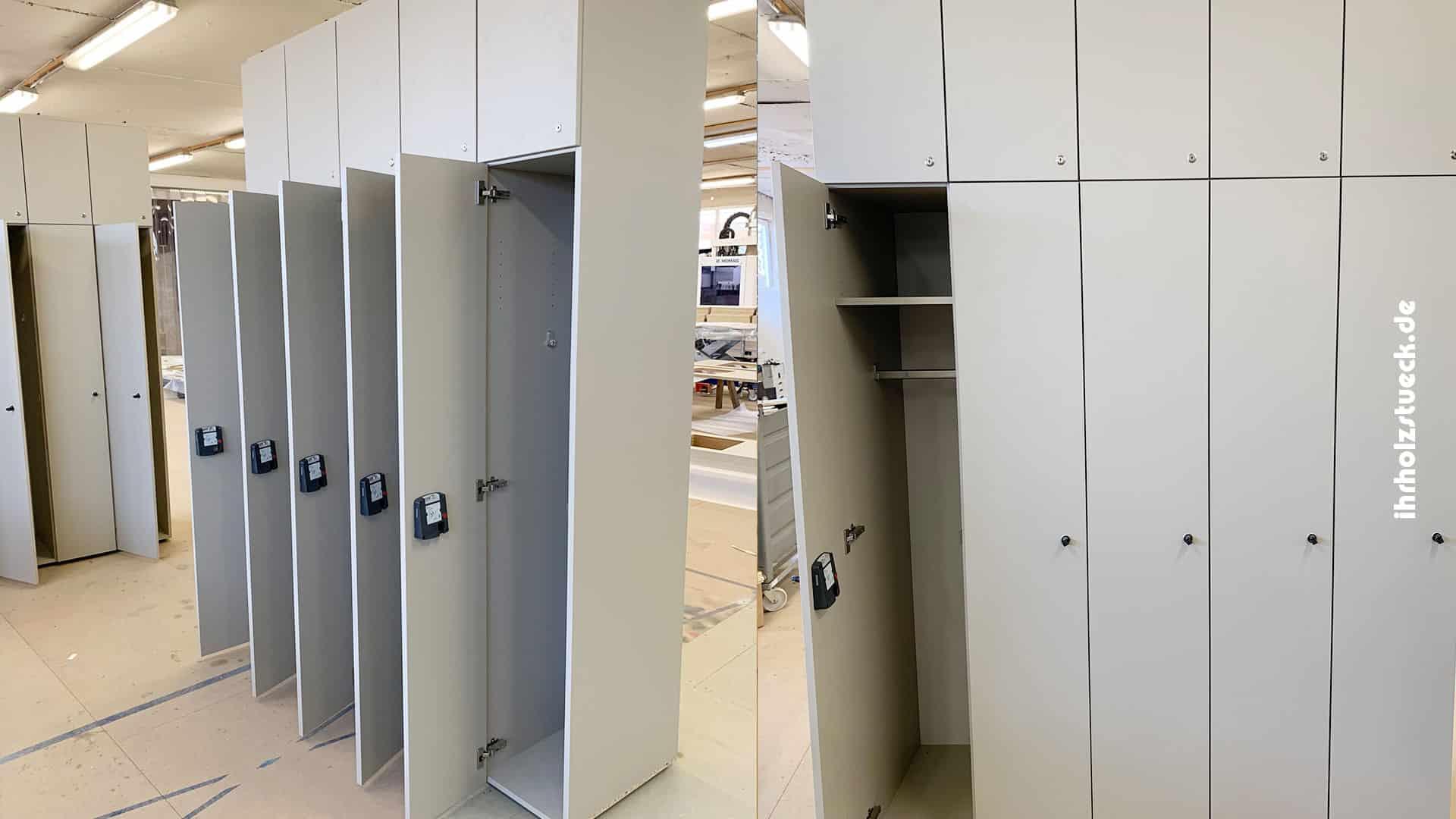 Beitragsbild - Bau von Garderobenschränken mit 5 Einheiten und Euroschlössern - ihrholzstueck
