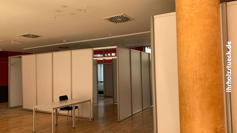 Das Testzentrum wurde in einen zuvor leeren Raum im Dessauer Rathaus implementiert