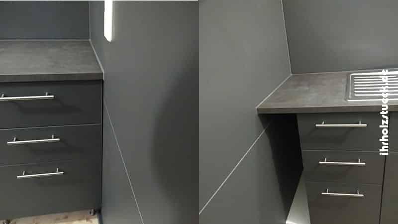 Die Wandverkleidung im Küchendekor war nicht nur eine praktische, sondern auch eine optische Lösung für die fehlenden Fliesen.