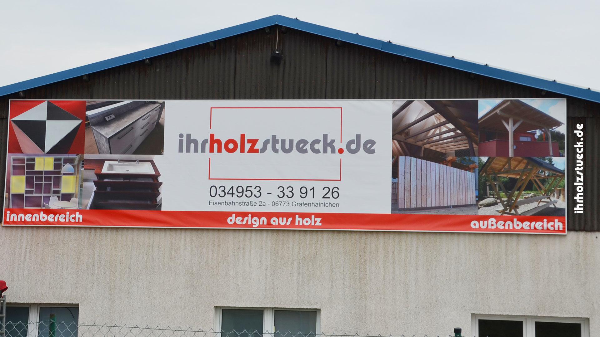 Werbebanner von ihrholzstueck.de an der B100 gut sichtbar angebracht