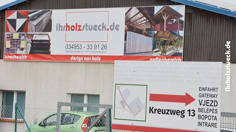 Hier baut ihrholzstueck.de ihre Wunschmöbel! Unser Werbebanner hängt gut sichtbar auf dem Betriebsgelände an der B100.