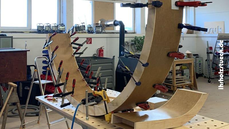 In unserer Tischlerei bringen wir Holz in fast jede gewünschte Form